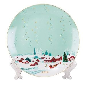Avon 2019 Collectible Plate with 14k Gold Accents